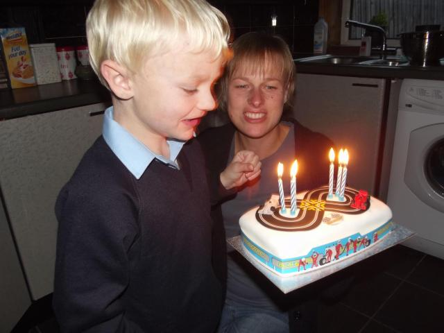 Magteld and Adam with a birthday cake.